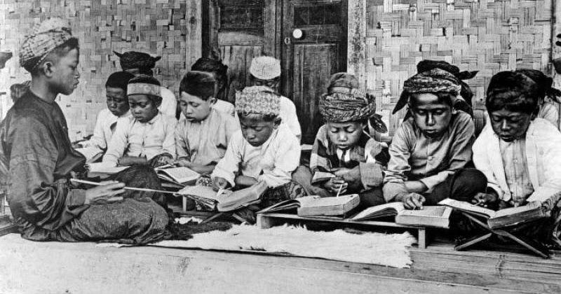 Kerajaan Islam Yg Pertama Kali Di Indonesia Adalah