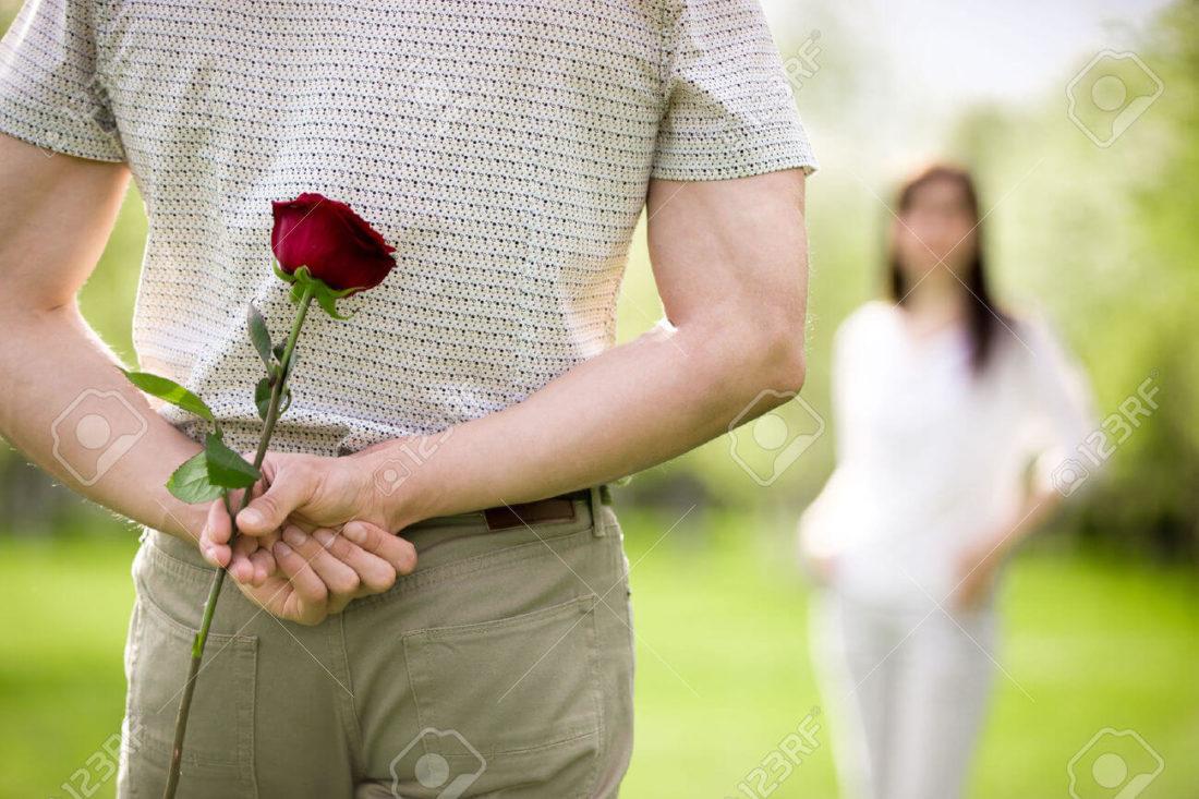 ciri-ciri orang jatuh cinta