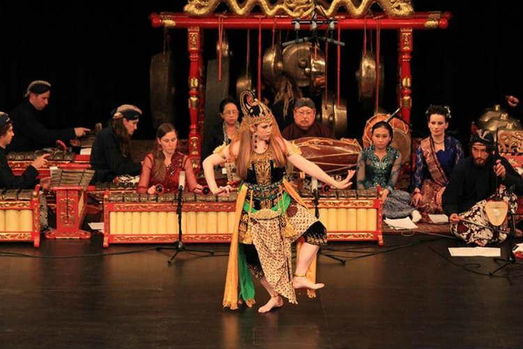 Jenis Alat Musik Tradisional Indonesia dan Cara Memainkannya